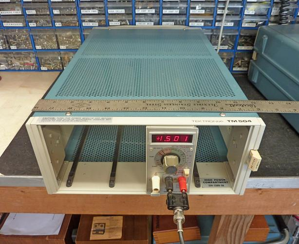 Tektronix TM 504 test equipment mainframe