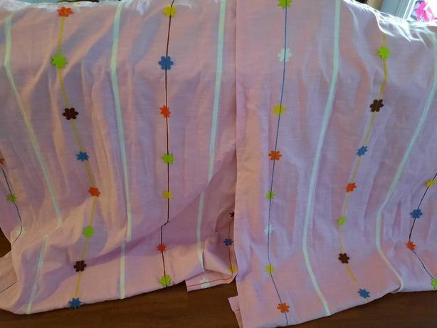 ikea kidsroom pink curtains.