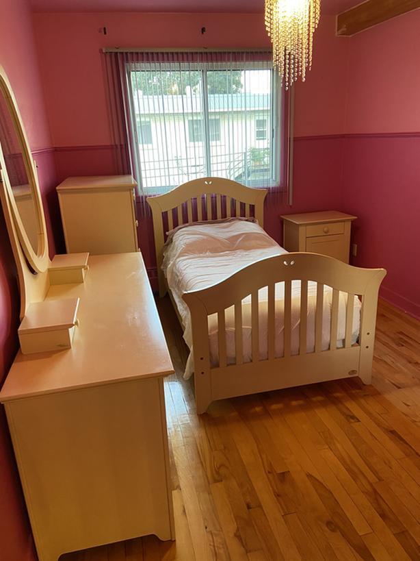 Real wood 7 piece Bedroom Set