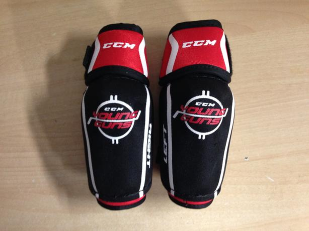 Hockey Elbow Pads Child Size Junior Medium CCM Young Guns Black Red New Demo