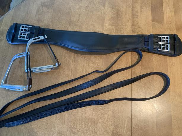 DRESSAGE GIRTH WITH MATCHING STIRRUP LEATHERS!
