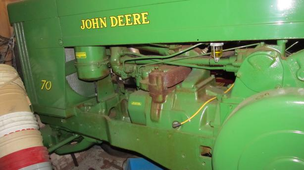 JOHN DEER 70 TRACTOR