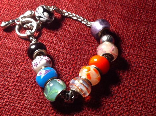 Bracelet costume jewellery 8 inch.