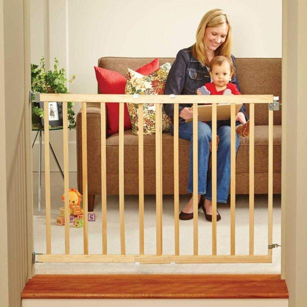 New deluxe wood stairway safety gateÙ