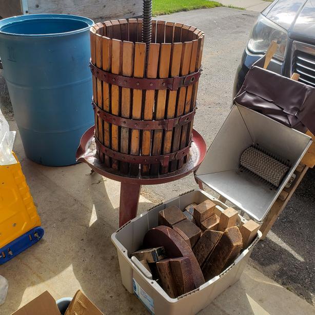 wine press set