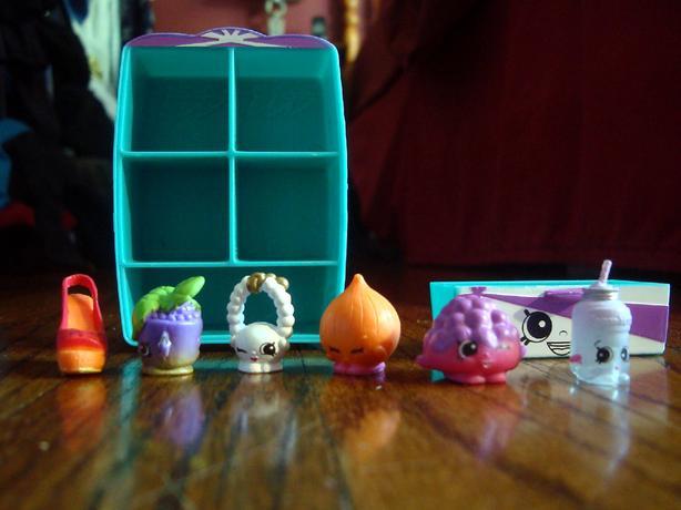 8 Piece Shopkins Closet & Figures - $8