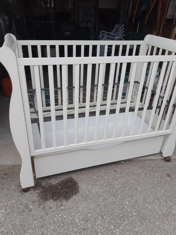 Baby crib Located in Bolton for pickup