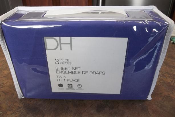 BRAND NEW D H 3 piece twin purple sheet set