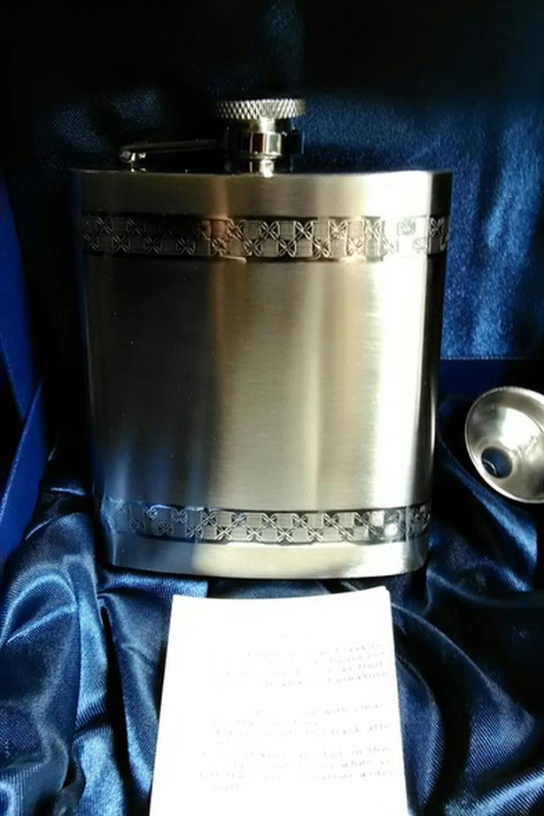 BRAND NEW FLASK GIFT SET