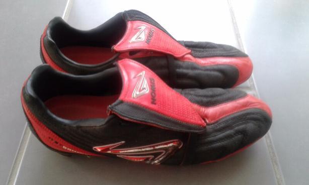 """NOMIS """"Glove"""" Men's Outdoor Soccer Cleats (WET Control) Size 9"""