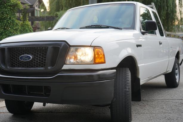 2005 FORD RANGER .. LOW KMS ..Clean title .. local