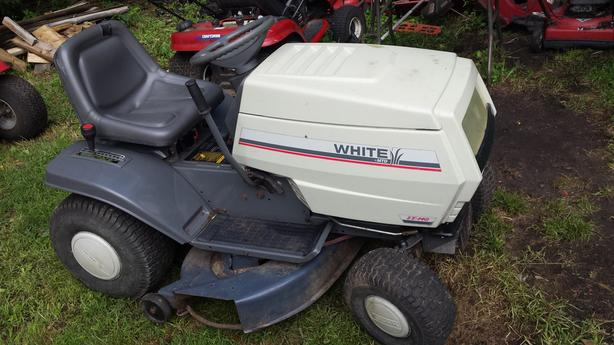 WHITE LT-140 LAWN TRACTOR