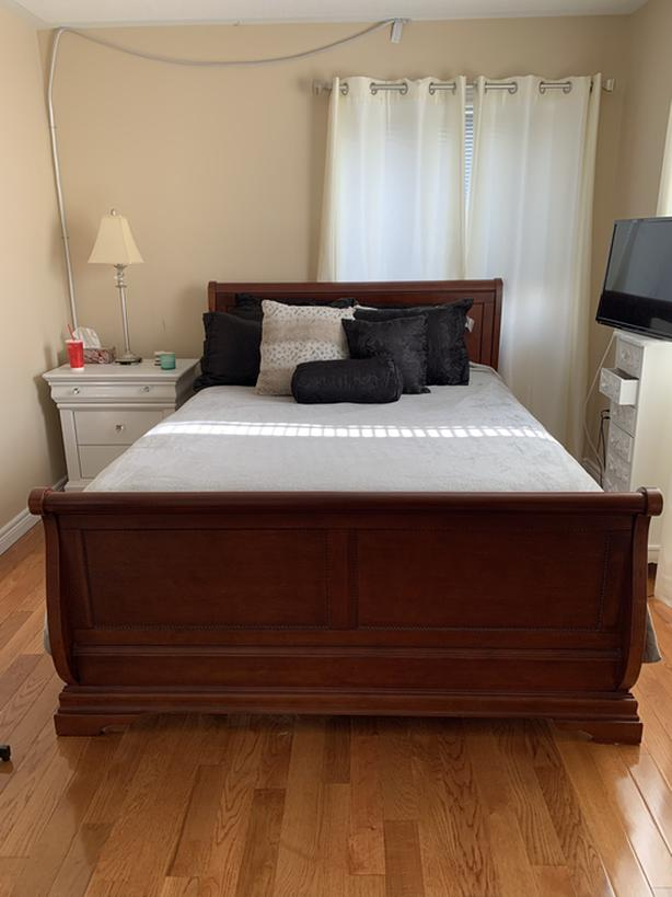 Queen bed , mattress and pillows for sale