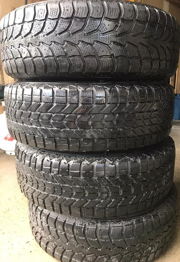 """""""EXTreme Grip"""" winter claw tires on metal rims size (205/70R15)"""