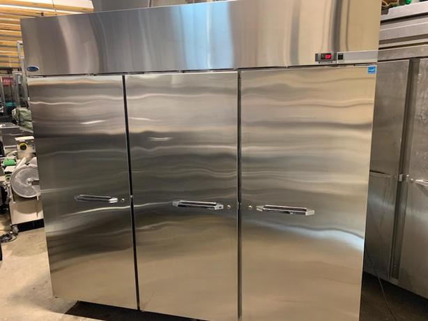 (NORLAKE)  EXTRA LARGE STAINLESS STEEL BAKERS COOLER