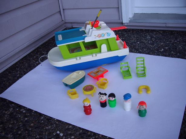FISHER PRICE VTGE HOUSEBOAT WITH ACCESS