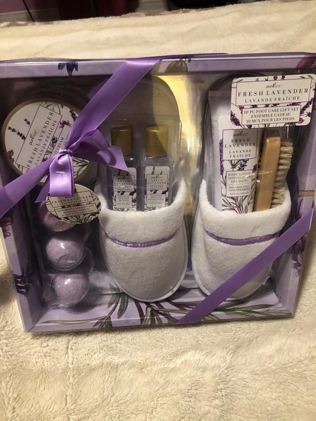 BNIB Lavender Foot Gift Set