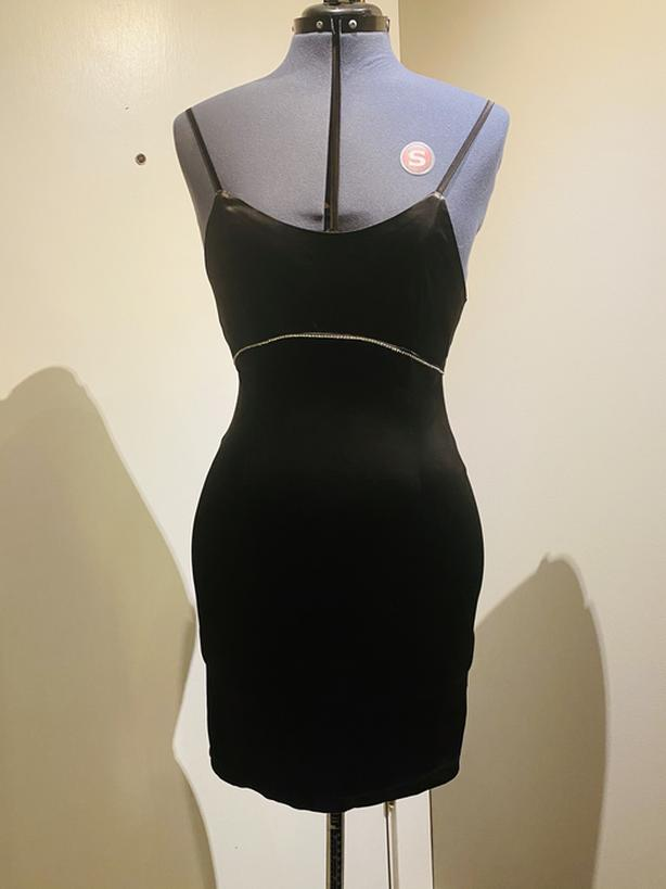 Med black dress (never worn)