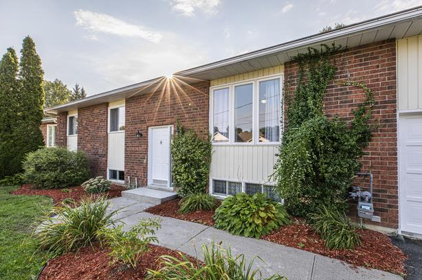 Stunning 3 Bed Hi-ranch in the Heart of Russell!