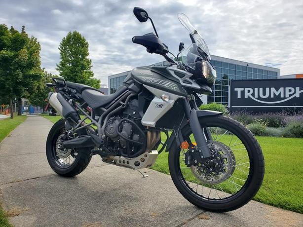 2018 Triumph Tiger 800 XCX Matt Khaki Green