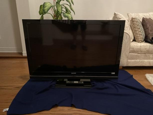 Sony LCD Digital Bravia  TV 46 in