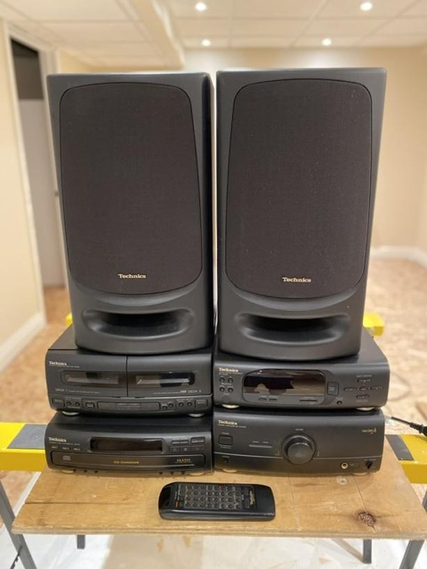 Compact Stereo with speakers