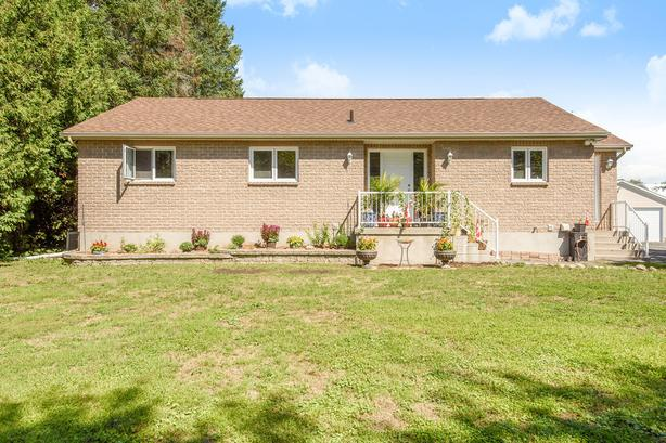 3 Bed,Custom built home sits on 0.7 acres in Rockland