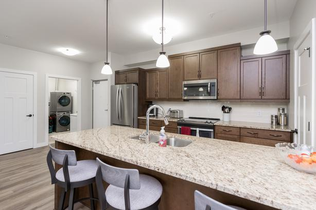 Spacious Two Bedroom Condo in River Park South - Jennifer Queen