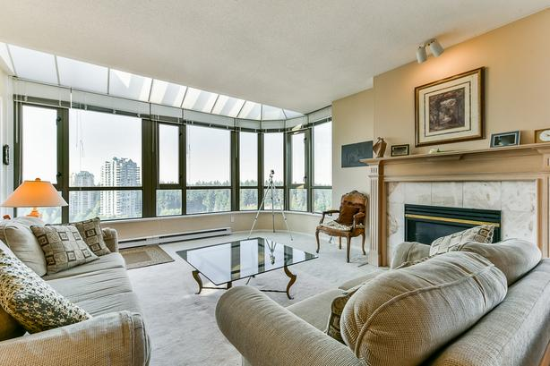SOUTHWEST FACING SPACIOUS METROTOWN CONDO WITH GREAT VIEWS