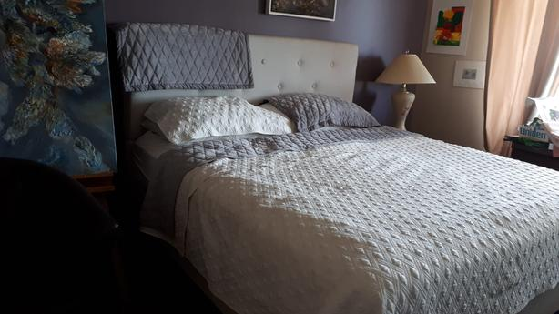 king size bed with thick mattress