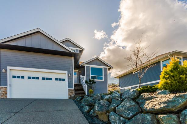 Beautiful home with panoramic lake and ocean views!