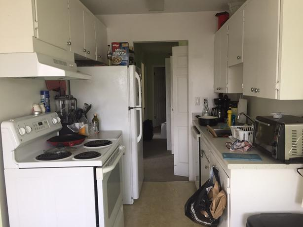 1 room in 2 bedroom apartment south of Fernwood
