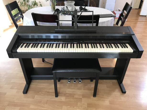 KR-3000 Roland Keyboard in great condition!