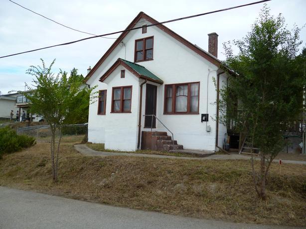 Kelowna 1945 Home on .32 acre Lot