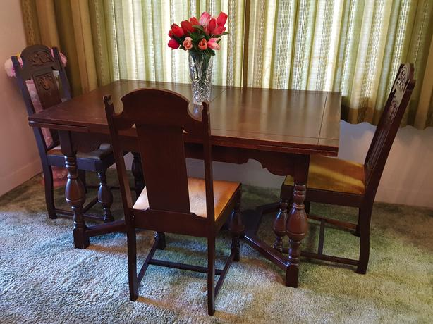 VINTAGE WALNUT DINING ROOM TABLE & 7 CHAIRS, by National Table Co., Ltd.