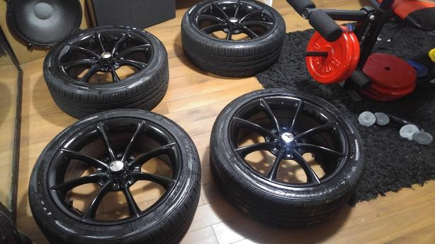 Set of 4 tires on universal rims