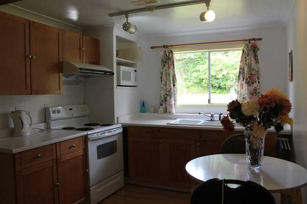 A nice bedroom near Uvic is available now