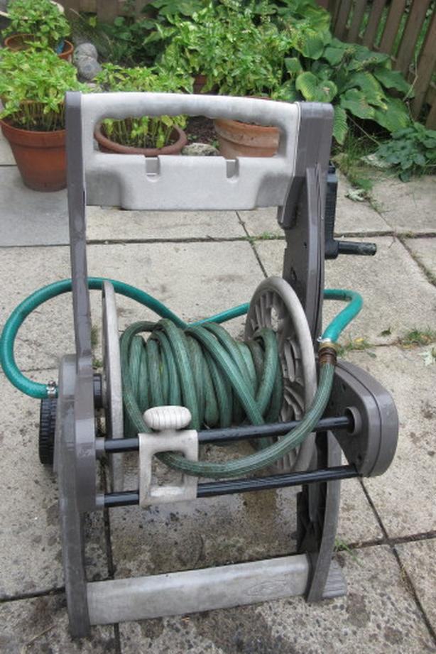 Suncast 225ft Hi Crank Hose reel cart with hose