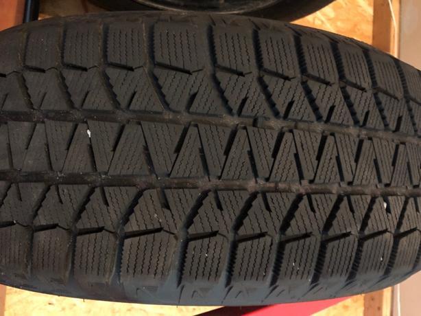 235/60/R17-Bridgestone Blizzaks set of 4