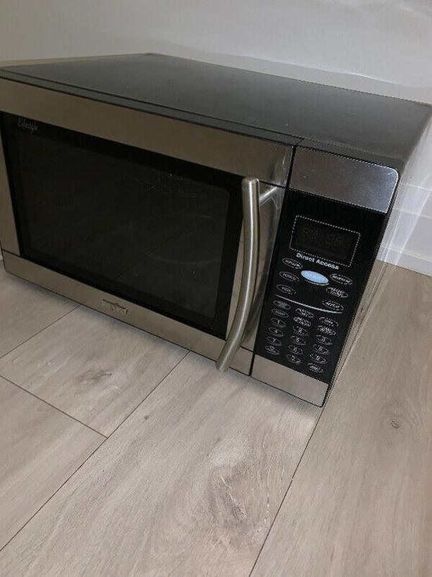 Microwave Oven Waiting to Meet its New Owner!