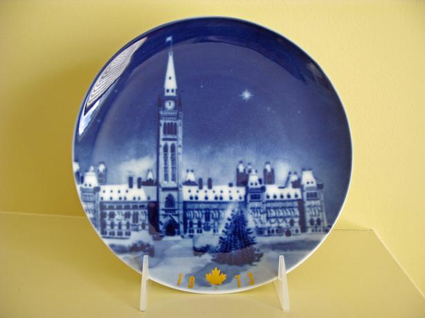 CANADA CHRISTMAS PLATE COLLECTION – 12 commemorative plates