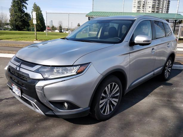 Pre-Owned 2019 MITSUBISHI OUTLANDER ES PREMIUM Four Wheel Drive AWC