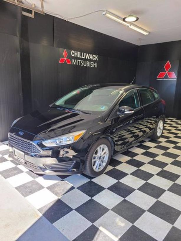 Pre-Owned 2017 Ford Focus SE FWD Hatchback