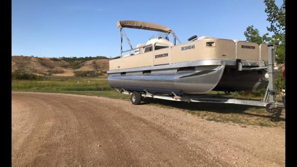 20ft Bennington Fishing Pontoon