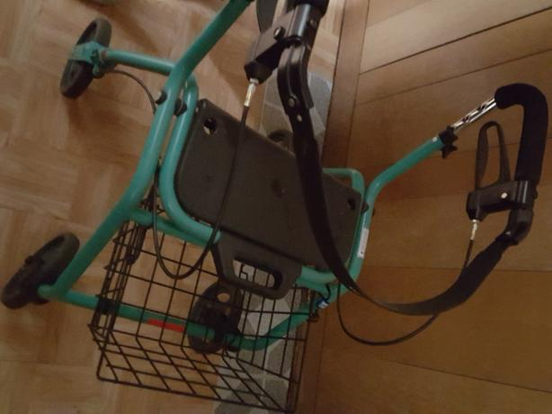 walker with basket
