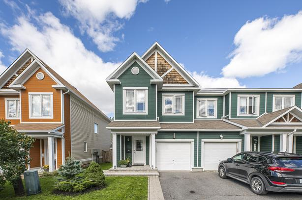 Stunning 3 Bed Townhome in Emerald Meadows, Kanata!