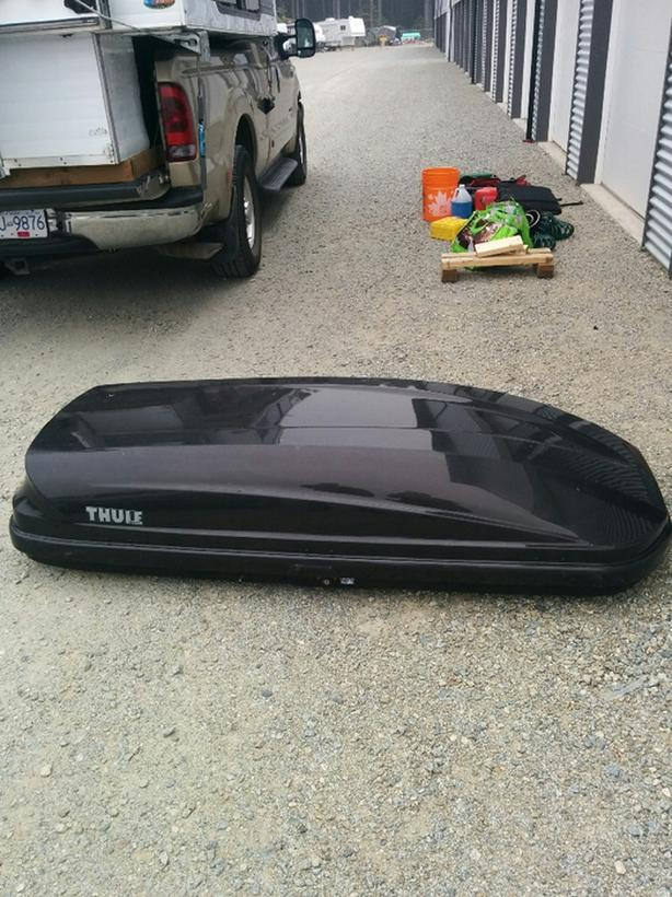 Thule roof box carrier