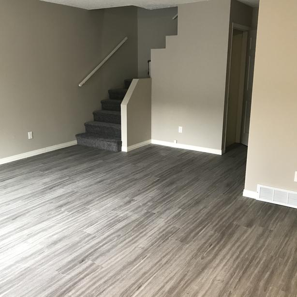 Renovated 3 bedroom duplex, Cathedral