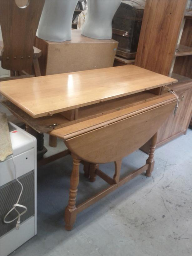 Drop Leaf Maple Table with 2 Leafs