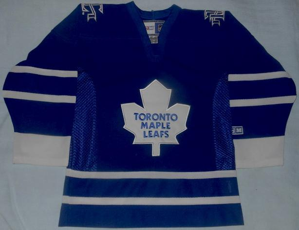 TORONTO MAPLE LEAFS CCM HOCKEY JERSEY (YOUTH SM)